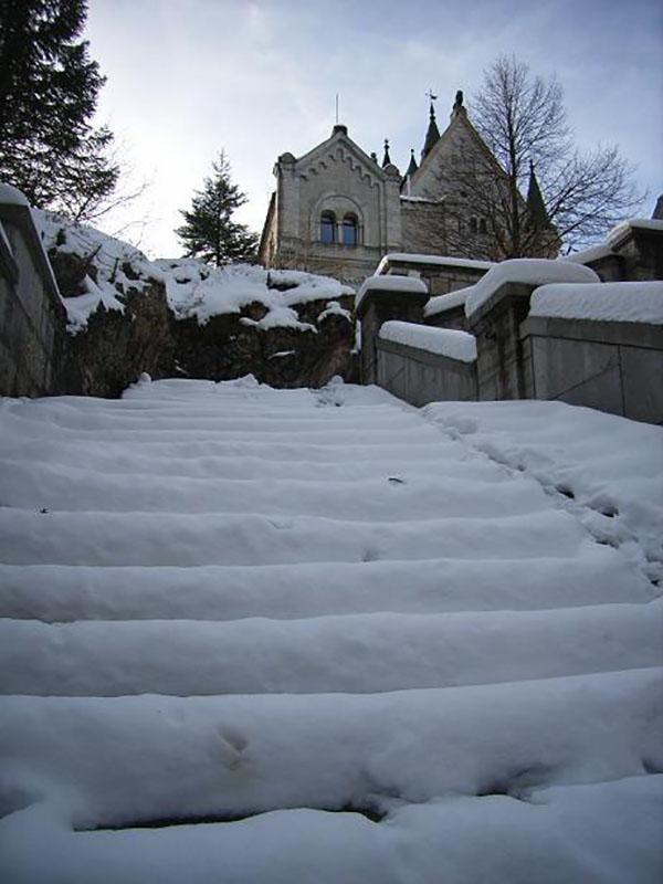 Snow-Covered-Stairs-Neuschwanstein-Castle,travel, bavaria
