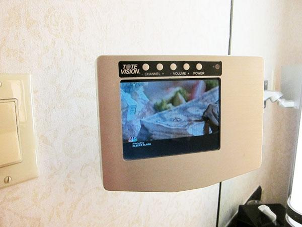 caesars-palace-bath.room-tv,las vegas,travel