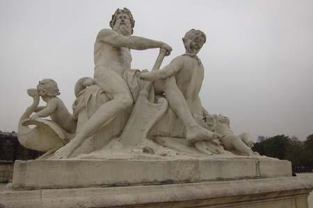 Jardin-de-Tuleries-Statue