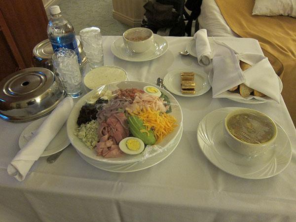 paris-hotel-las-vegas-room-service,travel