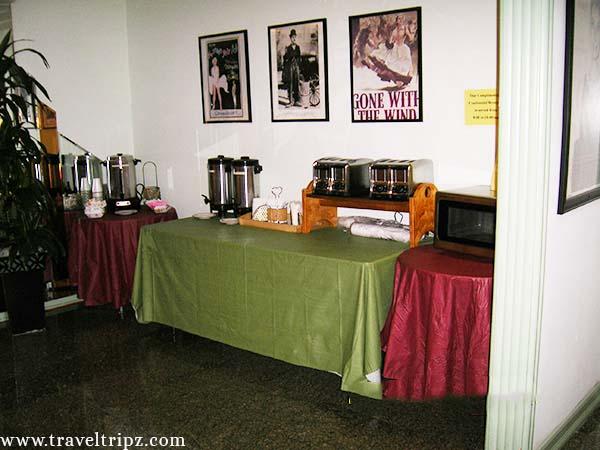 hollywood-celebrity-hotel-breakfast-bar