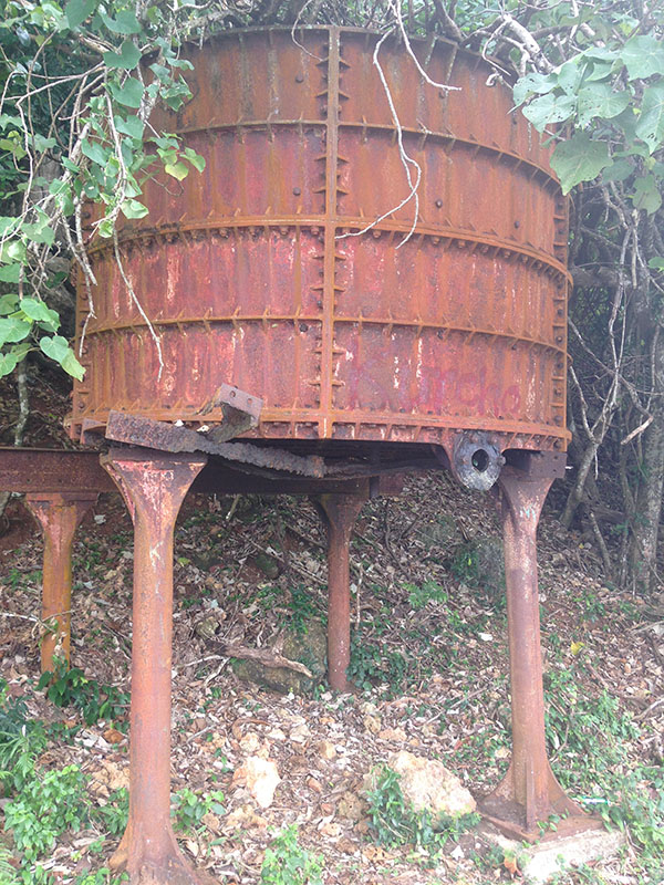 rusted tank, fiji, travel