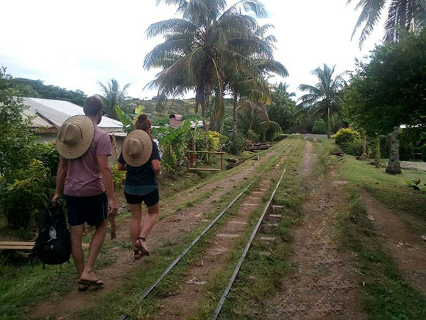 fiji-train-tracks,travel