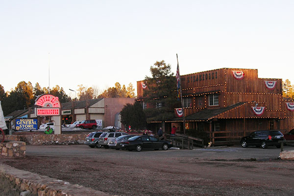 Tusayan-shopping-area, USA, Grand-canyon, travel